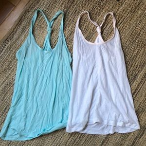 Old Navy set of 2 Old Navy tank tops